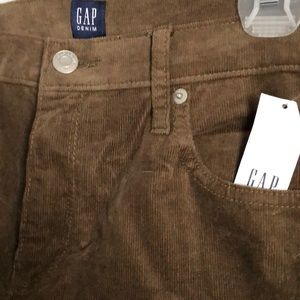 NWT Gap brown corduroy straight leg pants. Size 30
